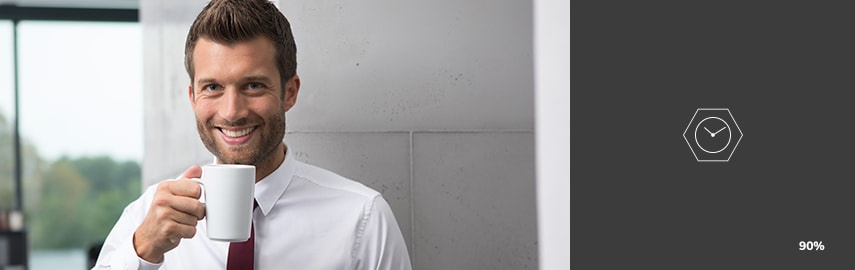Mand med kaffekop